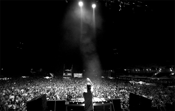 avicii-black-and-white