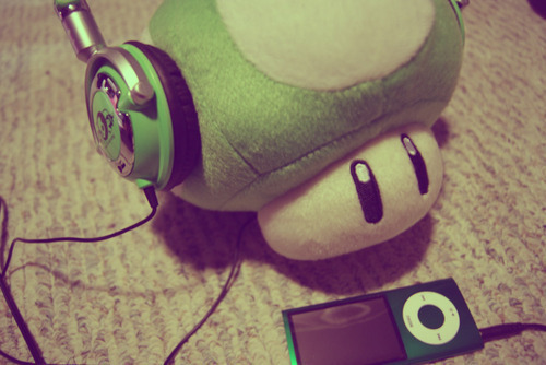 cute-headphones-ipod-luigi-mario-Favim.com-460228