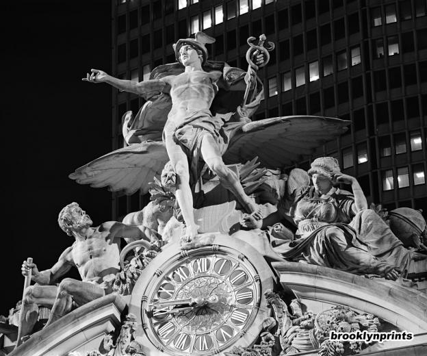 wpid-grand_central_glory_of_commerce_sculpture_with_tiffany_clock