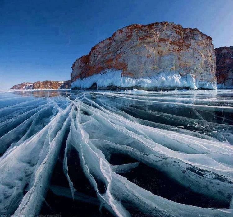 Frozen-Lake-Baikal-in-Siberia-Russia